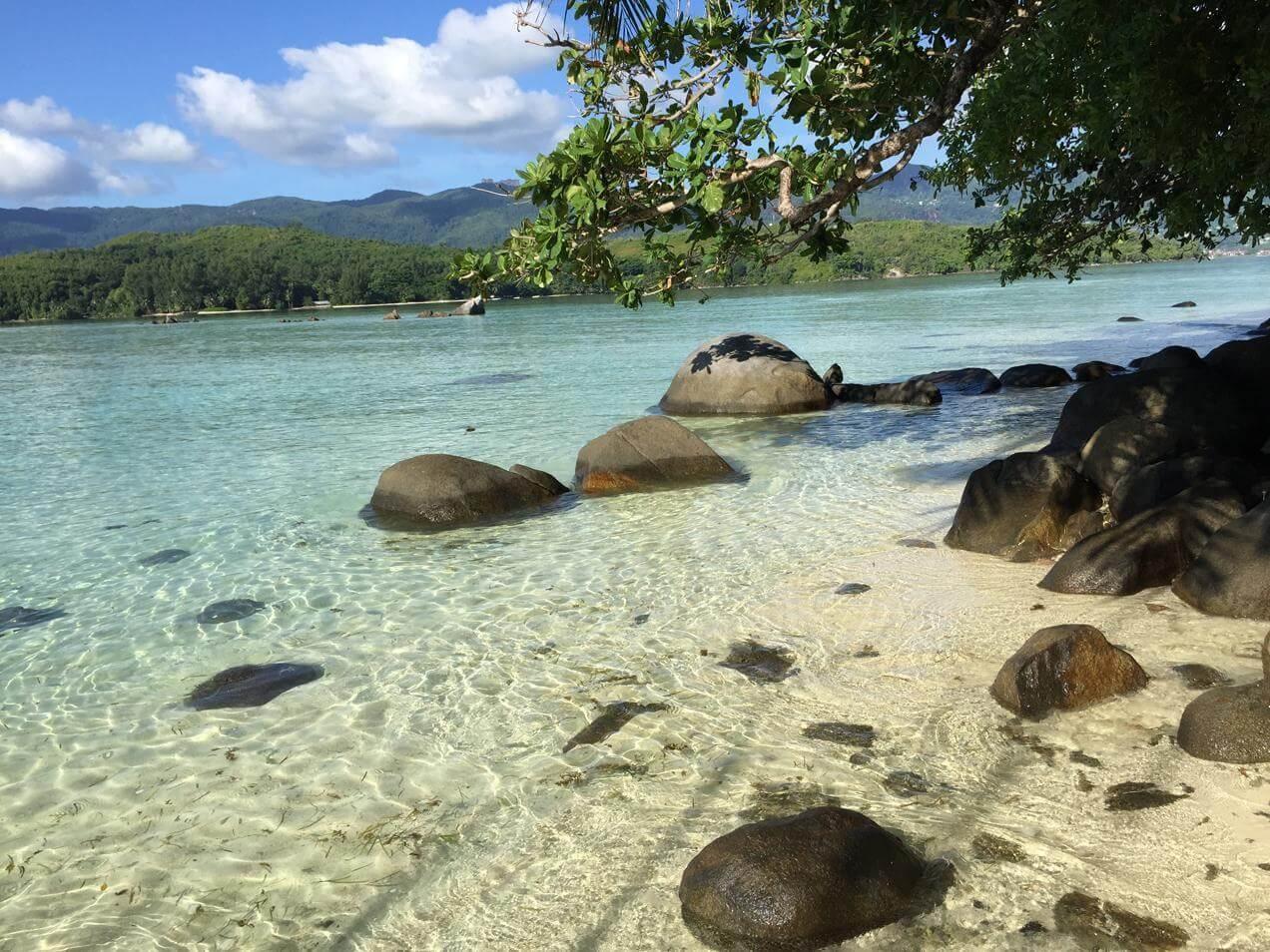 החוף של איי סיישל - הפלגות בעולם
