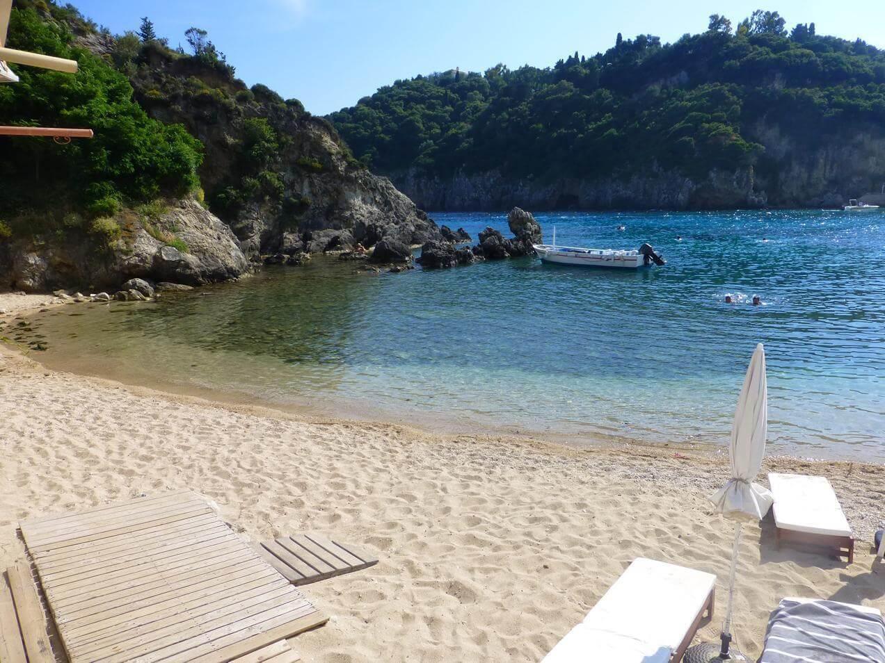 הפלגה ליוון - לנוח בחוף