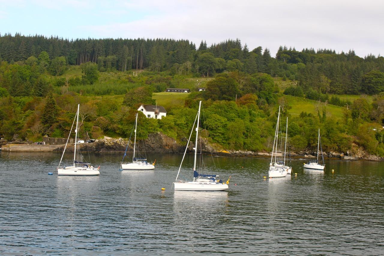 שייט בסקוטלנד - מעגן סירות | דרך הים