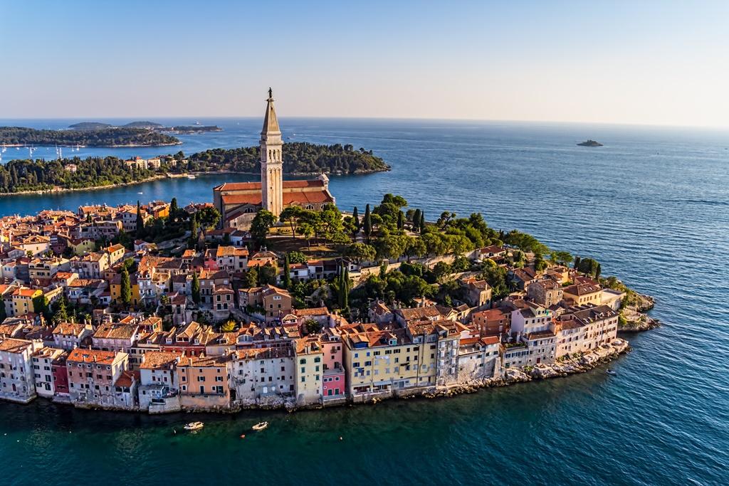 הפלגות בעולם - פולה וצפון קרואטיה - מבט מלמעלה על העיר העתיקה | דרך הים