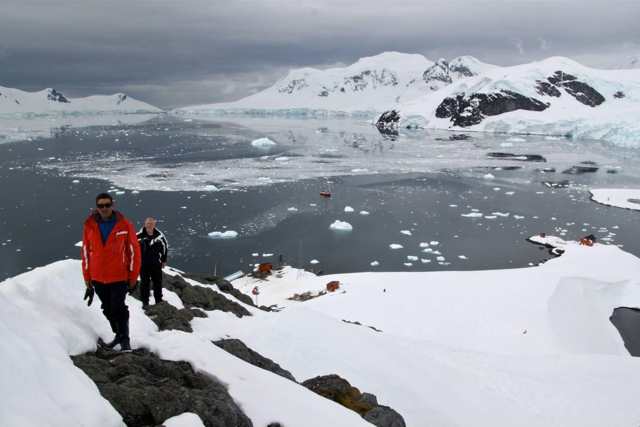 שייט באנטרקטיקה - סיור על הרים מושלגים - דרך הים