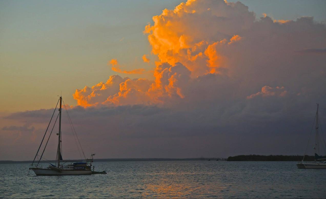 הפלגה לקובה עם דרך הים - שקיעה אל תוך האוקינוס