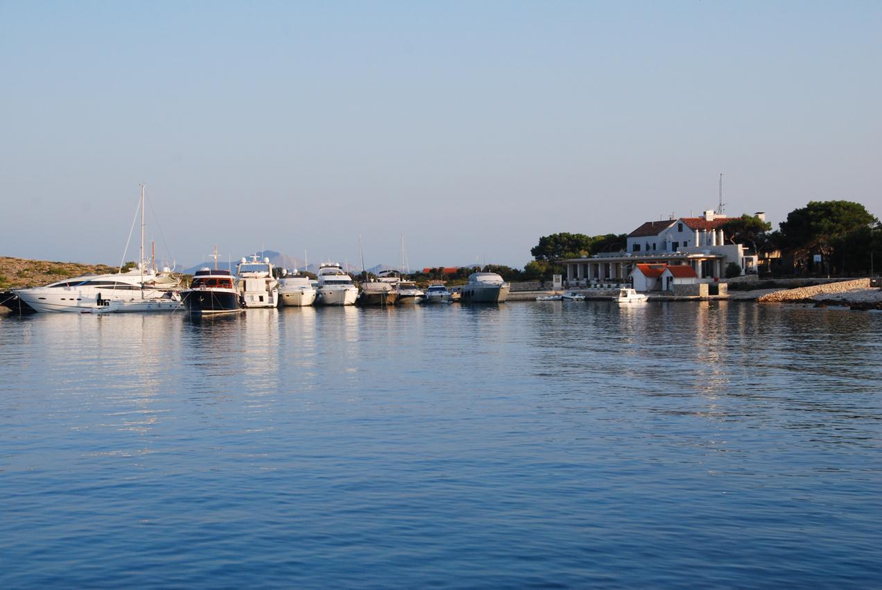 השכרת יאכטה בשמורת טבע קורנטי שבקרואטיה - דרך הים