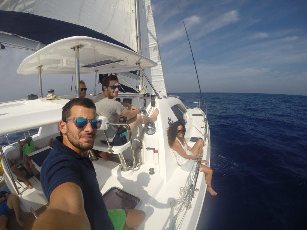 פשוט להפליג