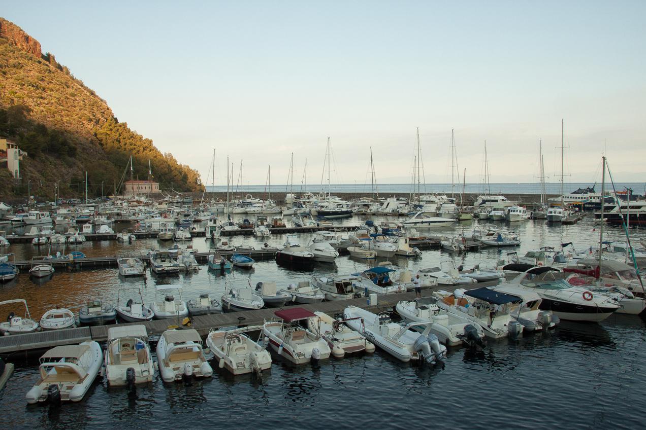 מעגן סירות בסיצליה - דרך הים