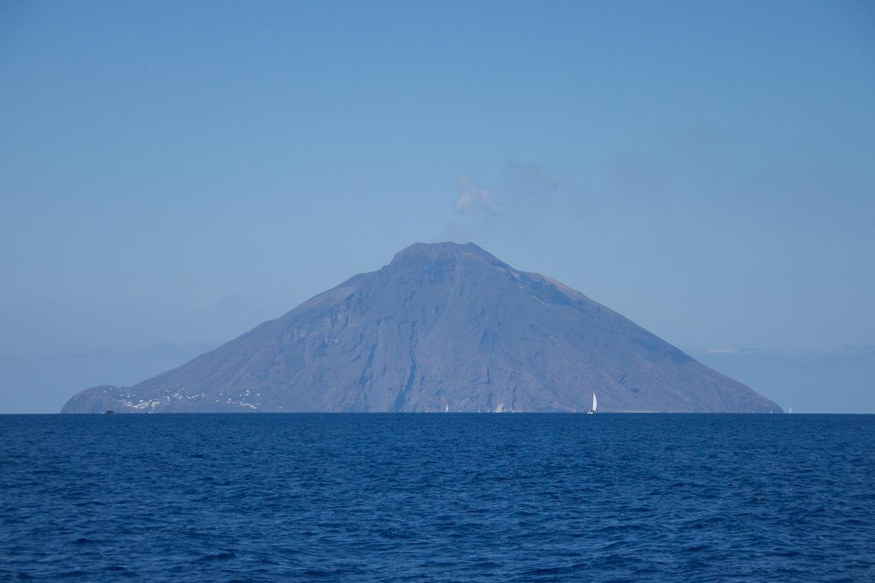 המבט על האיים האיאוליים | דרך הים