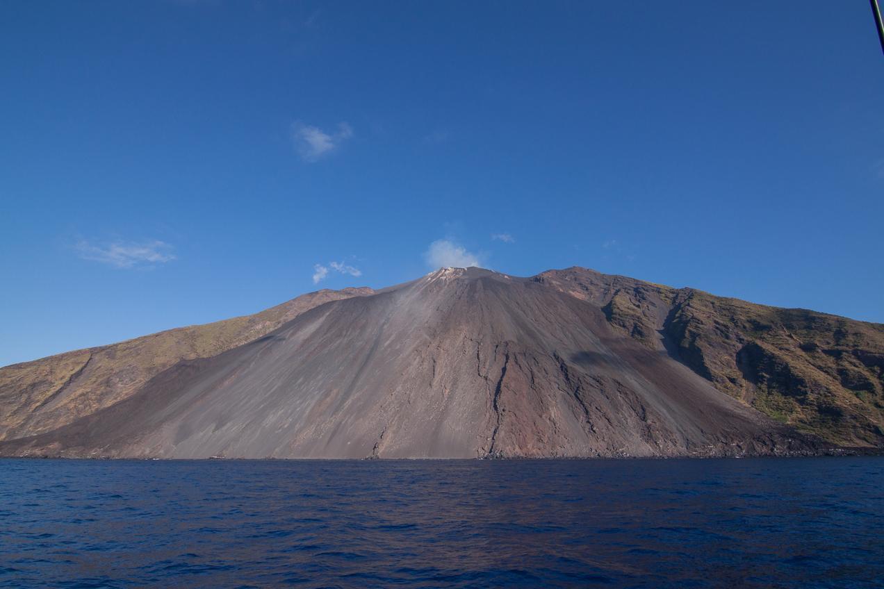 הרים בהפלגה לסיצילייה והאיים האיאוליים | דרך הים