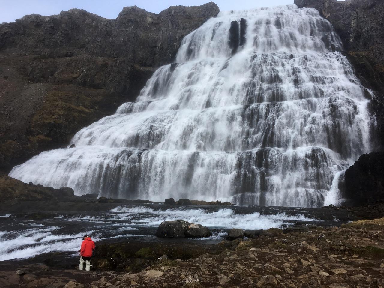 הרפתקת שייט באיסלנד - מפל מים ענקי - דרך הים