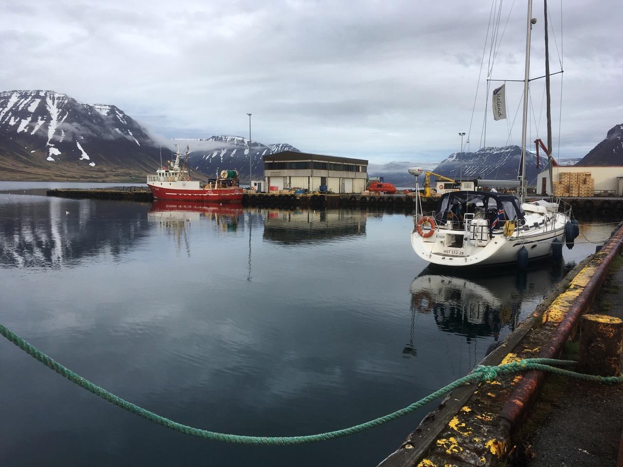 הרפתקת שייט באיסלנד - מעגן סירות מקומי - דרך הים