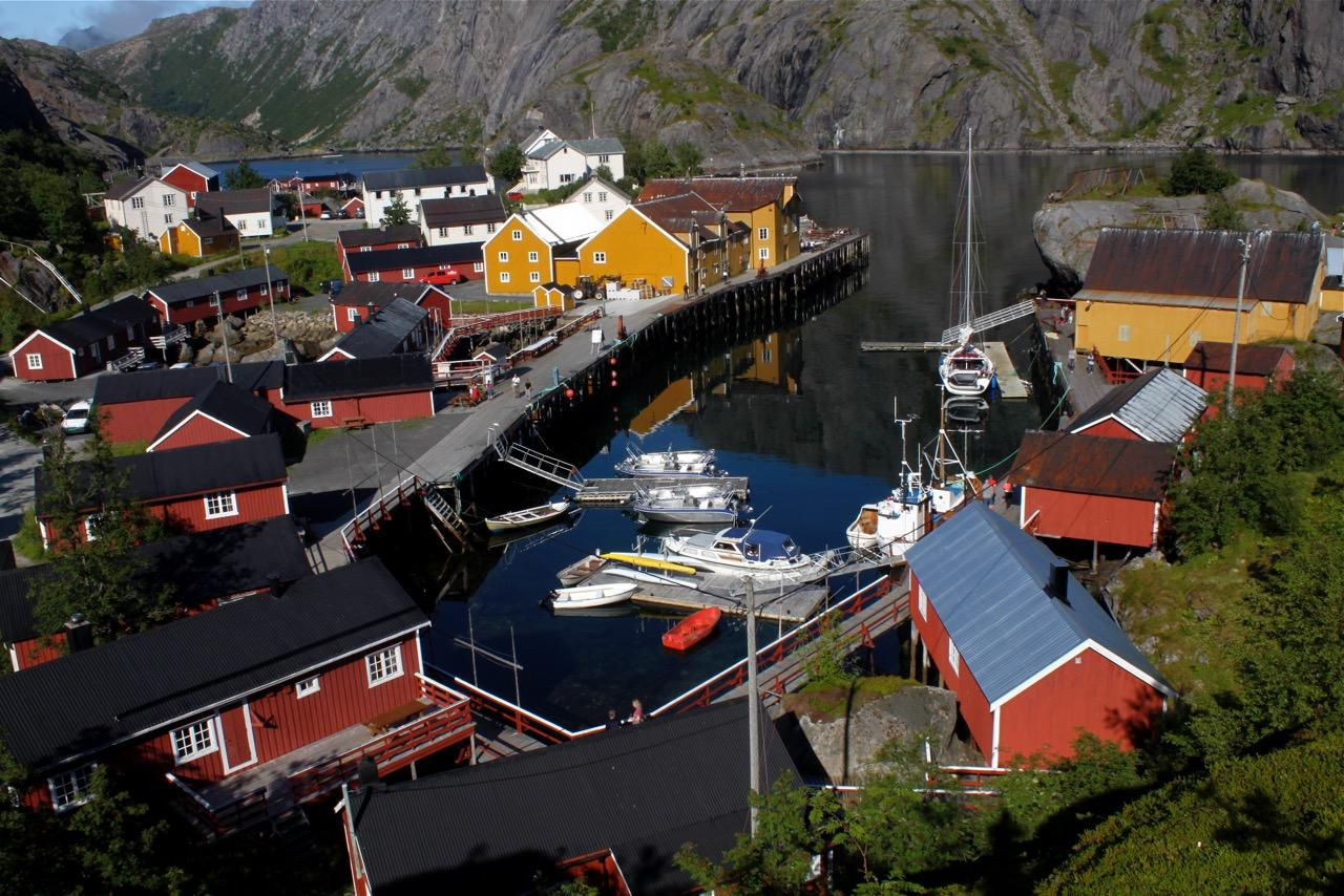 שייט בצפון נורווגיה - כפר מקומי - דרך הים
