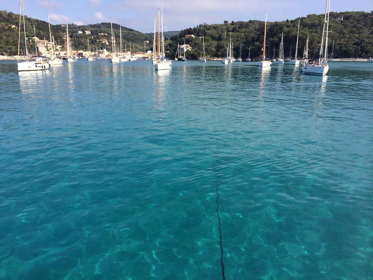 הפלגה ליוון עם דרך הים - מעגן סירות ויאכטות מרהיב ביופיו מזווית נוספת