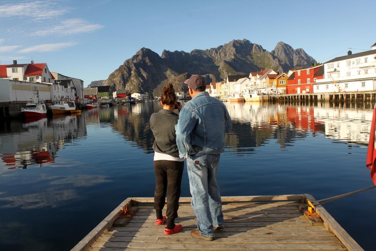 שייט בצפון נורווגיה - זוג על הרציף - דרך הים