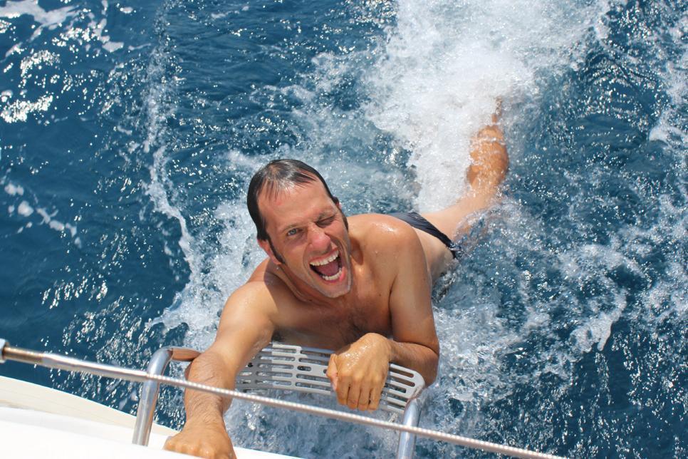 חברי מועדון דרך הים נהנים