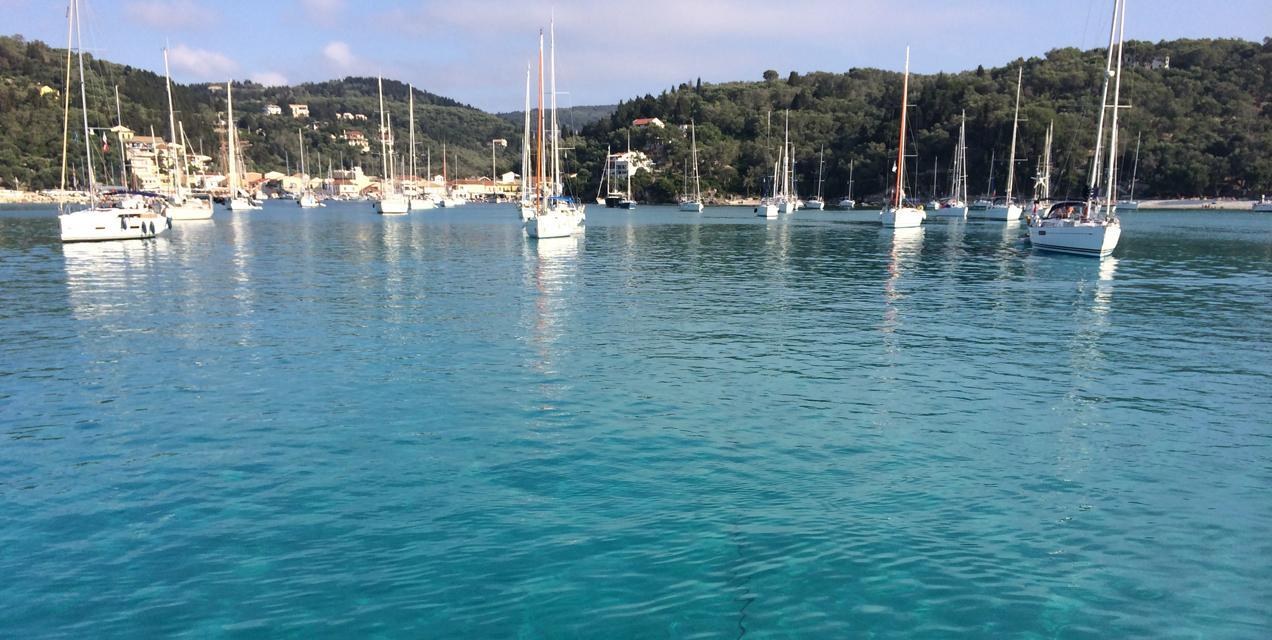 מעגן סירות בפלוטילת קיץ בקורפו (יוון) - דרך הים