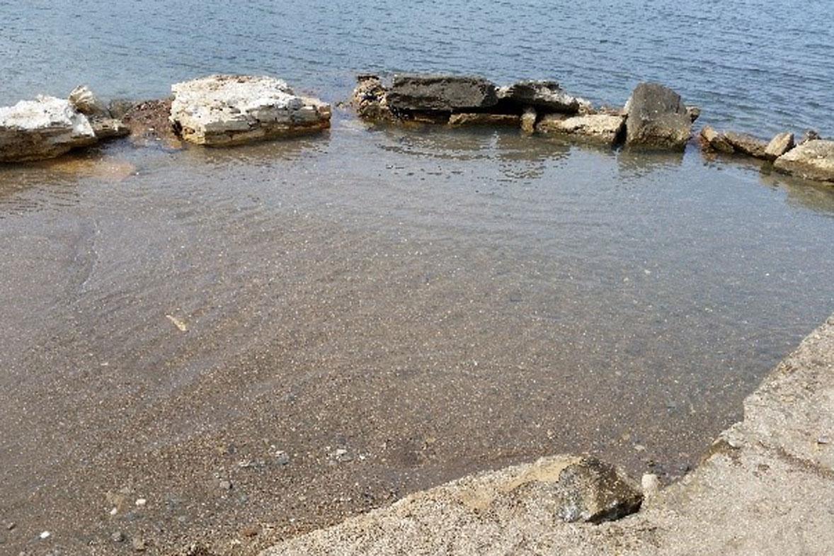 ג'קוזי תחום בסלעים