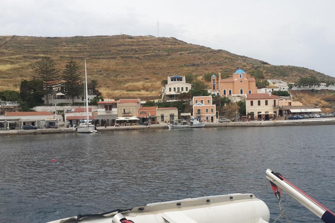מפרץ של הכפרים Vourkari ו Korissia