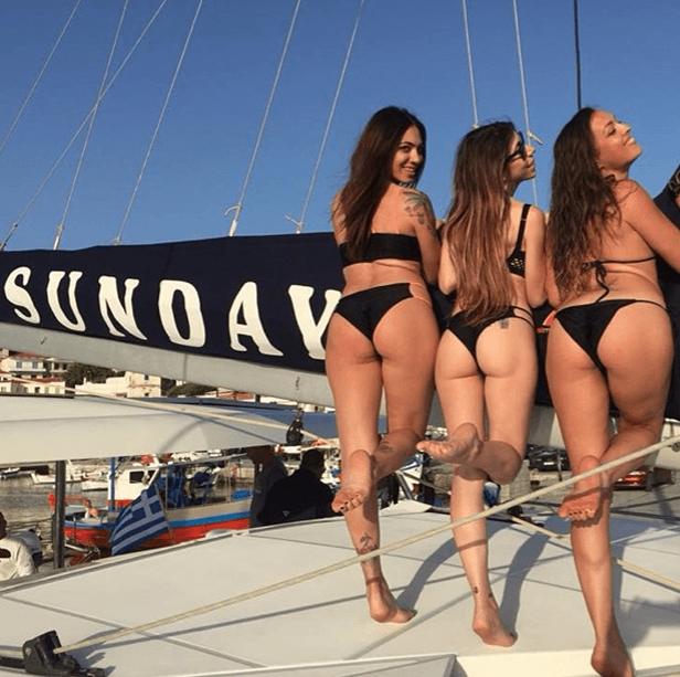 שלוש בחורות צעירות